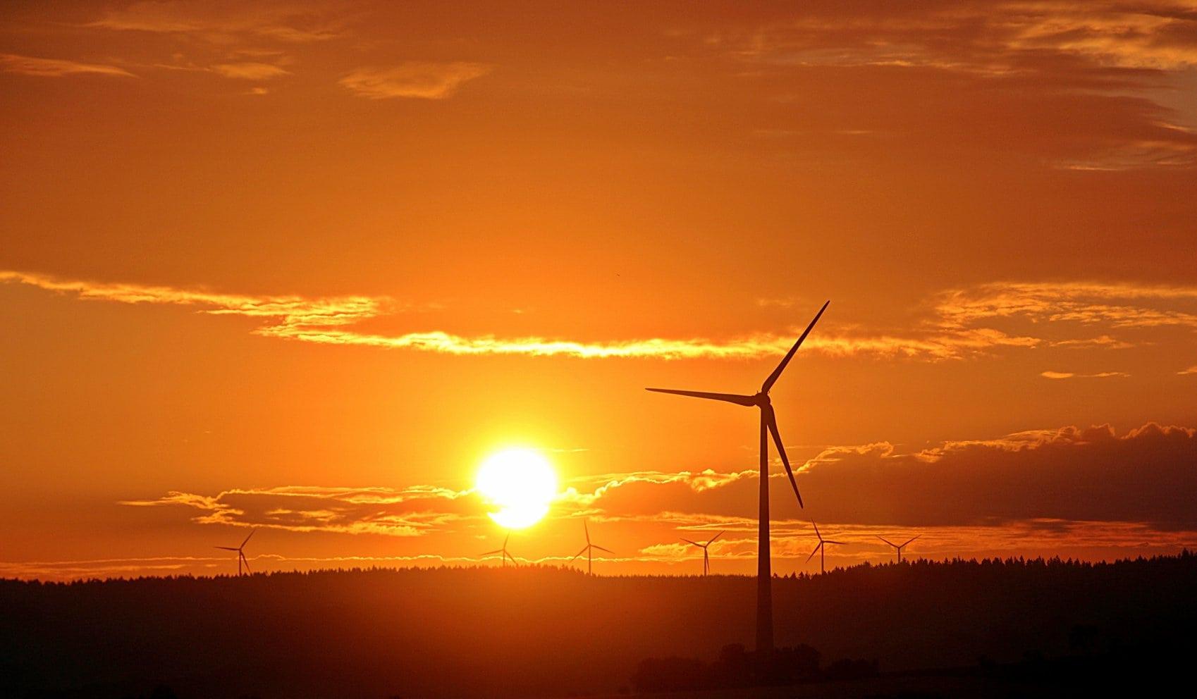Parlamentarii PSD vor să acorde o nouă schemă de sprijin pentru producătorii de energie regenerabilă bazată pe certificate verzi care să fie decontată, din nou, din buzunarul consumatorilor, așa cum s-a întâmplat până în anul 2013. Totul pornește de la afirmația domnului Iulian Iancu. El a spus, la un moment dat, că România și-a asumat […]